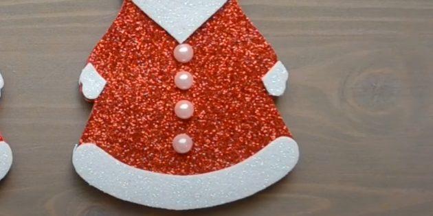 Как сделать Деда Мороза своими руками: обозначьте пуговицы