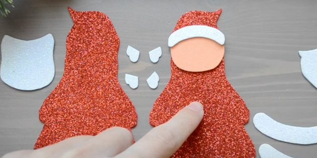 Как сделать Деда Мороза своими руками: приклейте короткую дугу