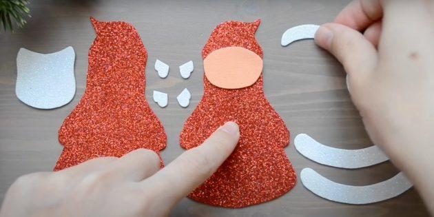 Как сделать Деда Мороза своими руками: приклейте лицо