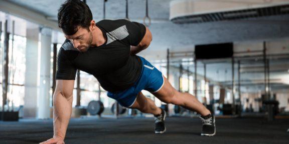 Тренировка дня: 5 упражнений для прокачки спины в домашних условиях