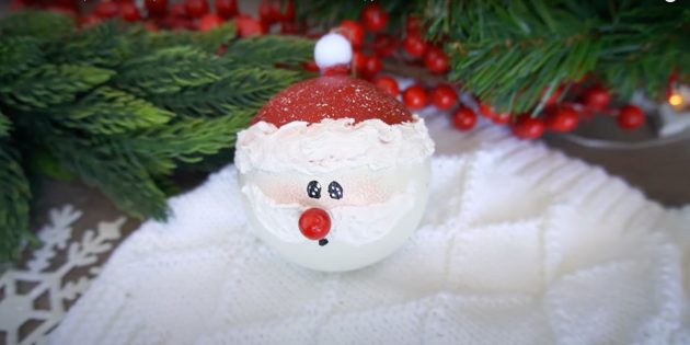 Дед Мороз из ёлочного шарика своими руками