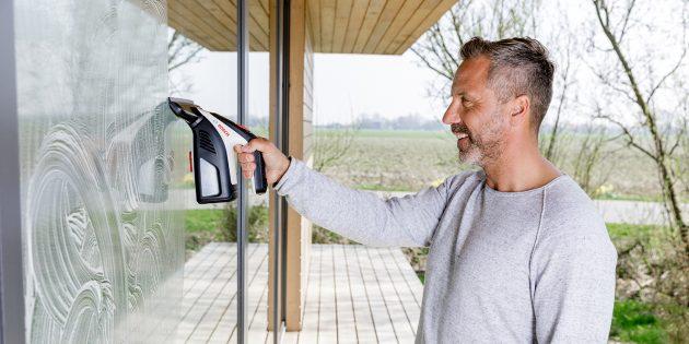 Новогодние подарки — инструменты Bosch: вакуумный стеклоочиститель Bosch GlassVAC