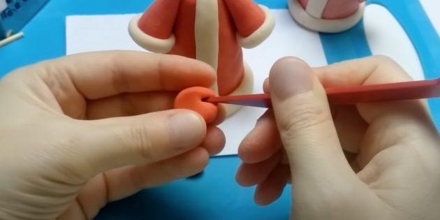 Как сделать Деда Мороза своими руками: сделайте надрезы