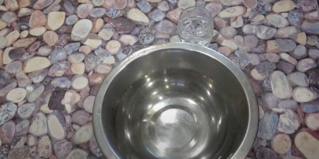 Как помыть натяжной потолок: приготовьте спиртовой раствор