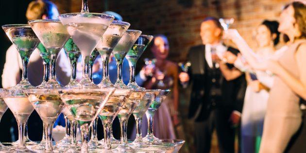 Как построить башню из шампанского: пошаговое руководство