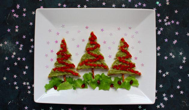 Новогодние бутерброды с гуакамоле