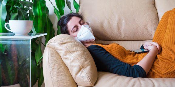 Учёные нашли таинственную связь между COVID-19 и сном