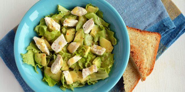 Салат с авокадо, курицей и горчично-медовой заправкой