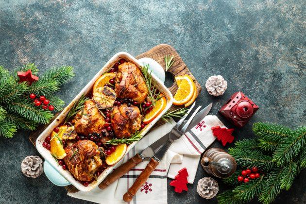 Курица, запечённая с клюквой и апельсином