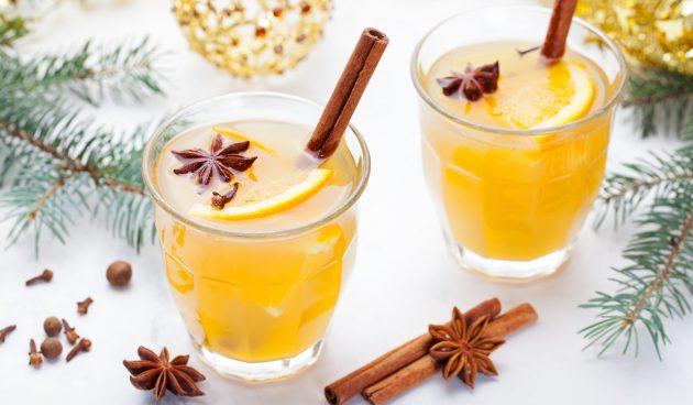Глинтвейн из белого вина с апельсином и лимоном