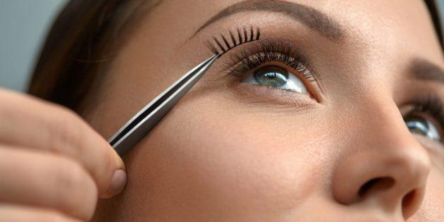 Как сделать вечерний макияж: приклейте накладные ресницы