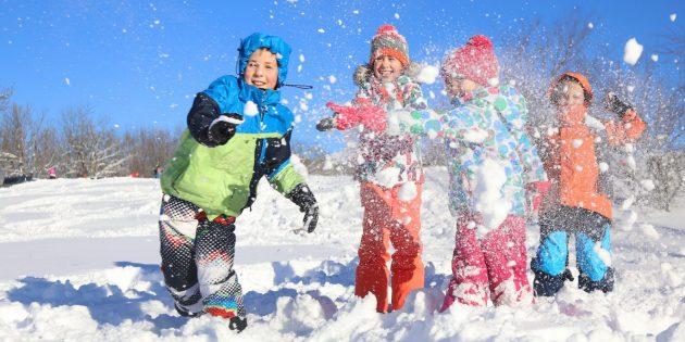Зимние забавы: снежки и снежные крепости