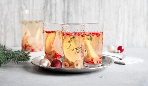 Игристая сангрия с грушей, яблоком и виноградом
