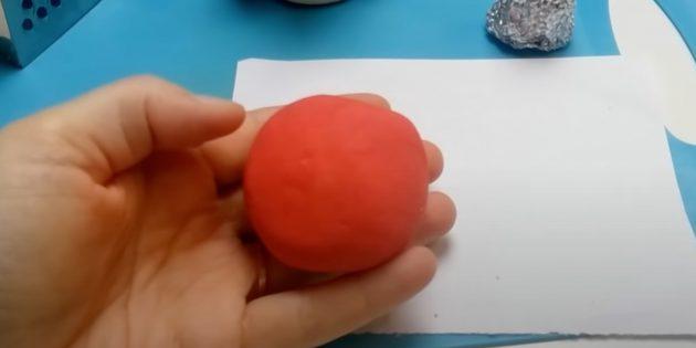Как сделать Деда Мороза своими руками: скатайте шар