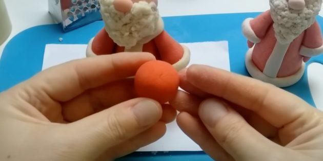 Как сделать Деда Мороза своими руками: слепите шар