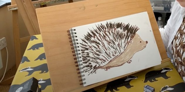 Как нарисовать ёжика: закрасьте мордочку и живот