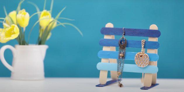 Поделки из дерева своими руками: приклейте голубые палочки
