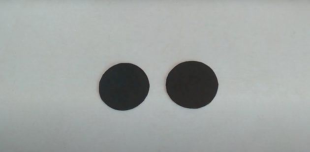 Поделки из фольги: покрасьте круги