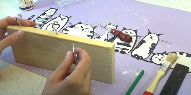 Поделки из дерева: вкрутите крючки