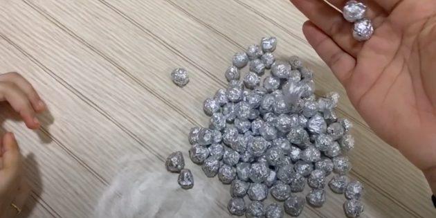 Поделки из фольги: сделайте шарики