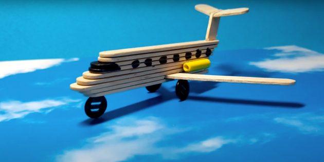 Поделки из дерева: самолёт из палочек