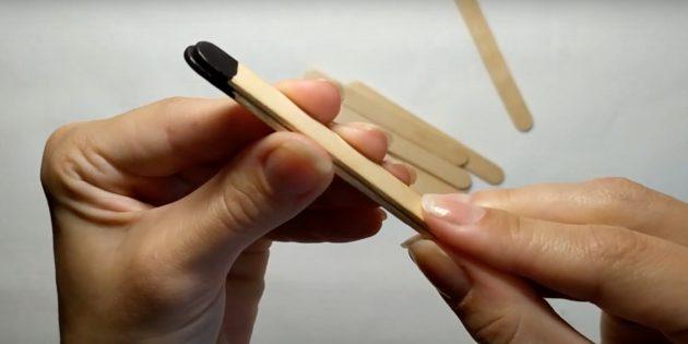 Склейте окрашенные палочки