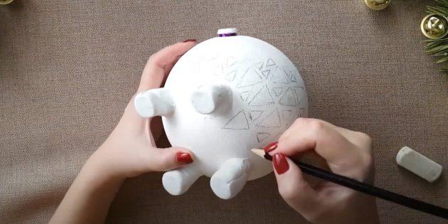 Как сделать копилку своими руками: наметьте узор