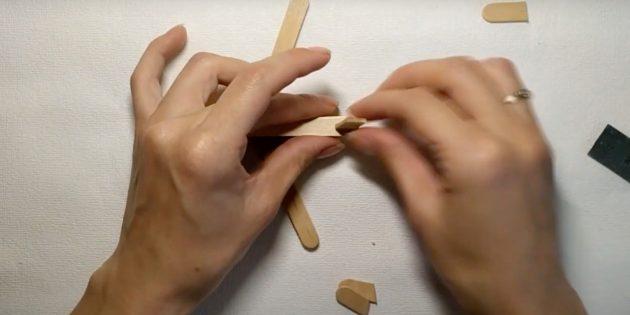 Поделки из дерева: приклейте основу хвоста