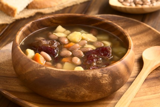 Фасолевый суп с копчёностями