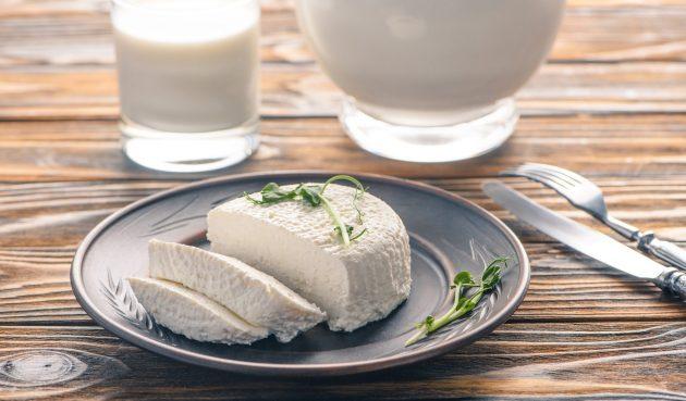 Домашний сыр из молока, который у вас точно получится. Всего час, и готово!