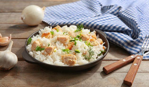 Ароматная курица с рисом в одной посуде