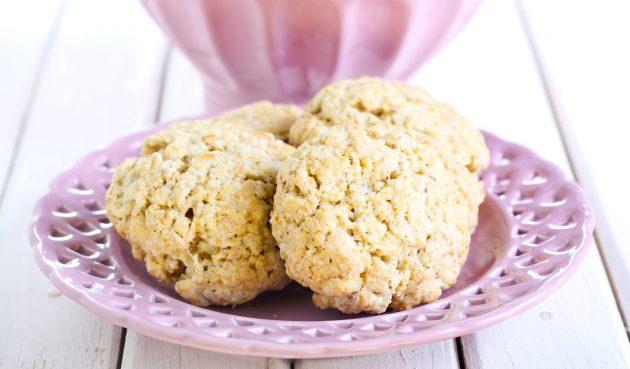 Простое овсяное печенье с корицей и ванилью