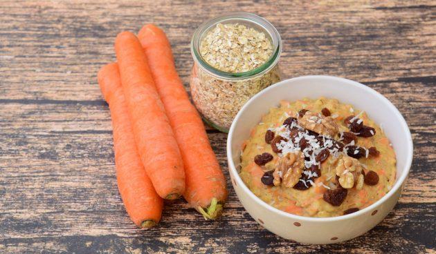 Молочная овсяная каша с морковью и изюмом