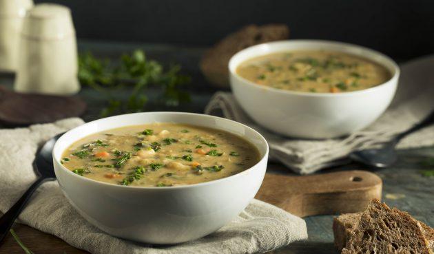 Острый фасолевый суп с курицей