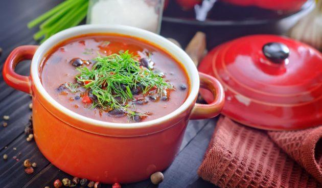Простой суп с консервированной фасолью