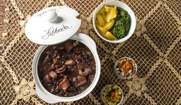 Фейжоада — тушёная фасоль со свининой и колбасой