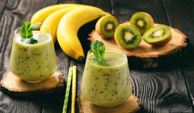Смузи с киви, манго и бананом