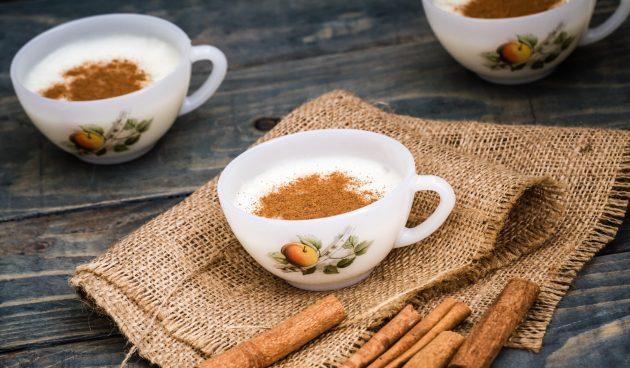 Ромашковый чай с мёдом и молоком