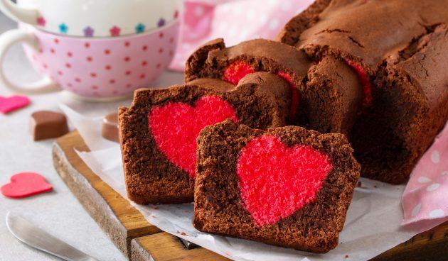 Шоколадный кекс с сердцем