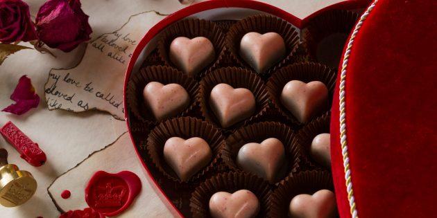 Коробка конфет в форме сердца — атрибут Дня святого Валентина