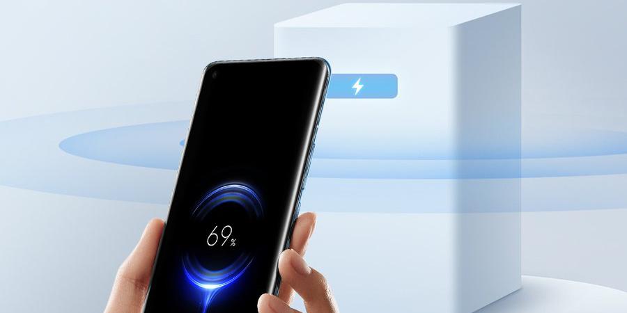 Новая беспроводная зарядка Xiaomi подпитывает смартфоны на расстоянии нескольких метров