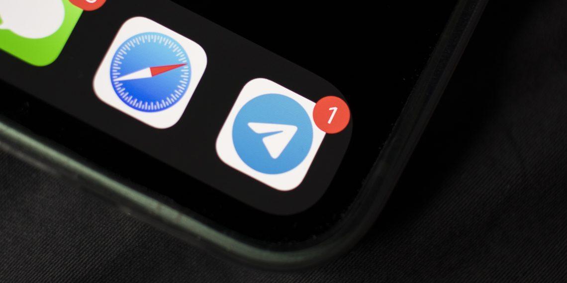 Нет, это не только у вас: в Telegram массовый сбой