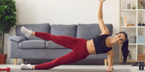 Тренировка дня: домашний комплекс для идеального тела