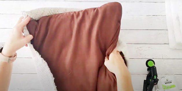 Вложите подушки