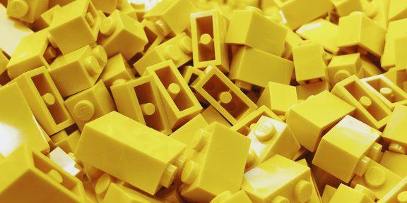 Булочки за переработку и тренировка на LEGO: тред про работу в японской глубинке