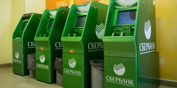 Как снять деньги в банкомате Сбера без карты и смартфона с NFC
