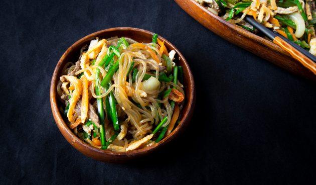Чапчхэ — фунчоза с мясом и овощами