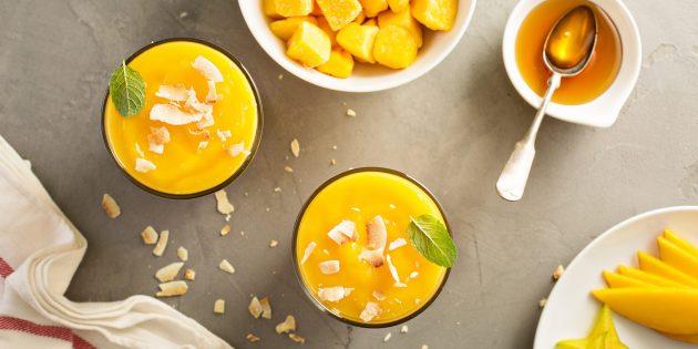 Что приготовить из кокоса: смузи с морковью и манго
