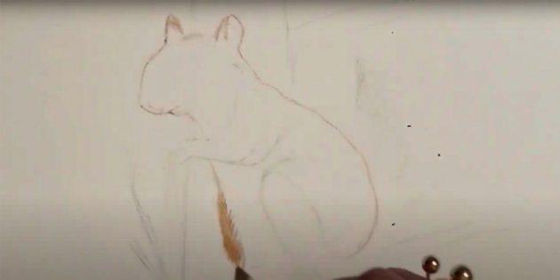 Как нарисовать белку: обведите белочку светло-коричневым карандашом