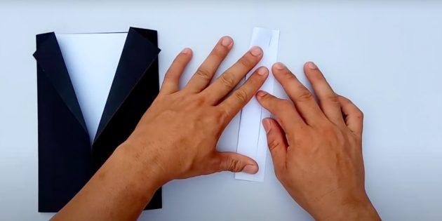 Поделки на 23 Февраля в школу: согните полосу бумаги